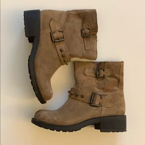 Shoes - Brown booties - super comfortable - size 5